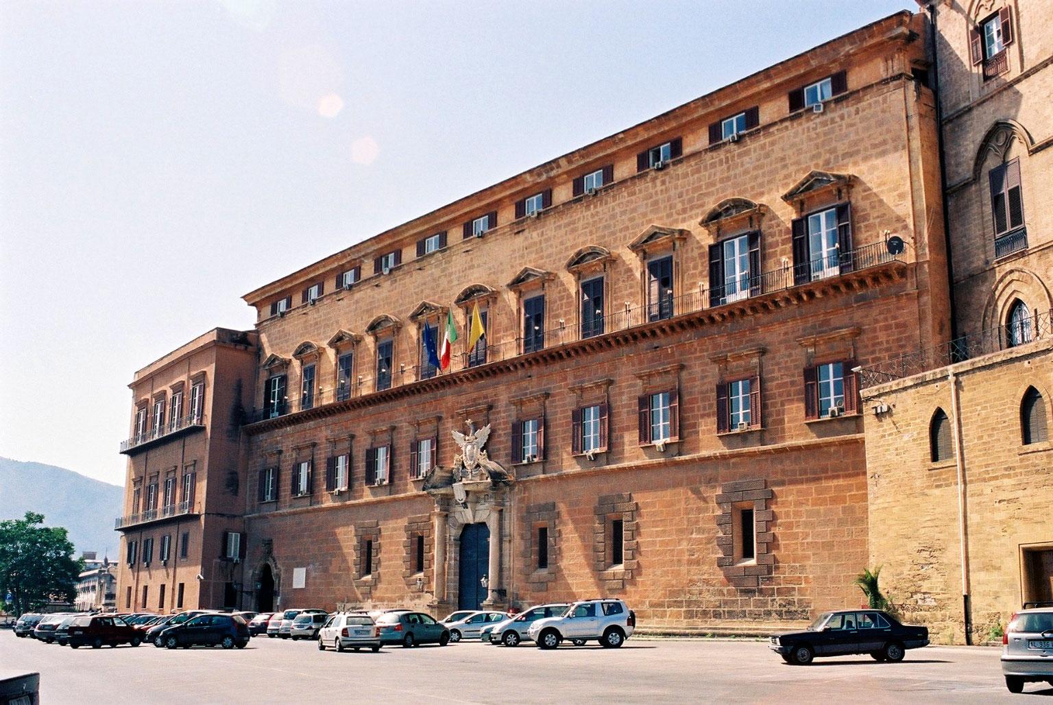 Risultati immagini per foto immagine  palazzo presidenza regione sicilia