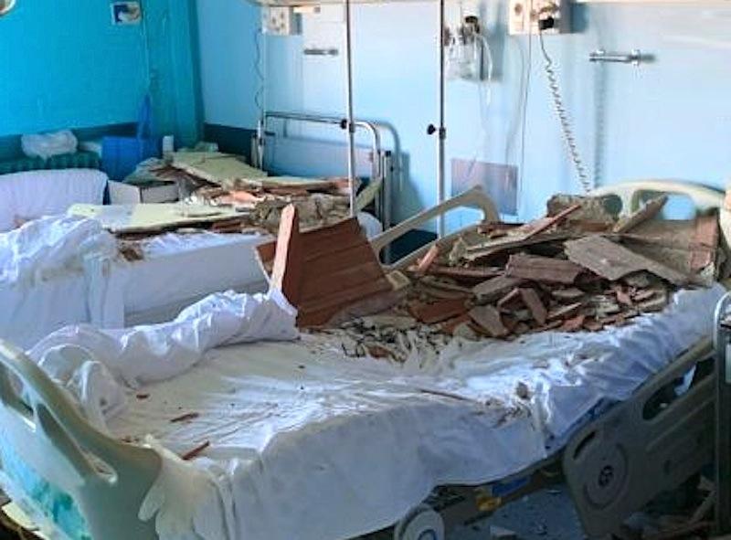Cede intonaco in ospedale Siracusa, feriti due pazienti