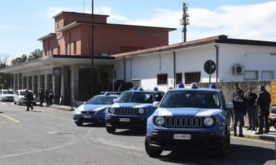 Agrigento. Licata, Poliziotti fermano sei cittadini ...